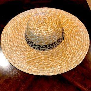 Wide brimmed hat with brown leopard trim